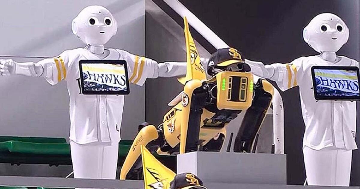 İnsanları tribunada robotlar əvəz etdi