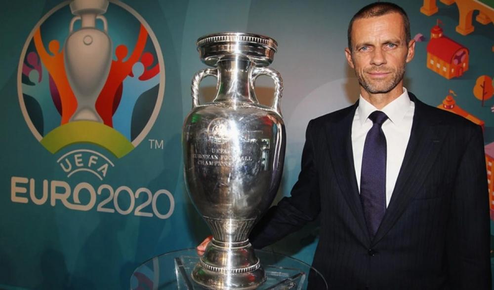 UEFA prezidenti Türkiyə-Uels oyunu üçün Bakıya gəldi