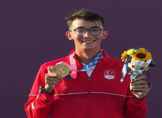 Daha bir ölkə ilk qızıl medalın sevincini yaşadı