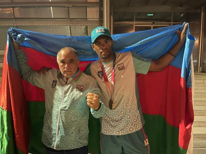Olimpiya mükafatçımız Bakıya qayıdıb - FOTO