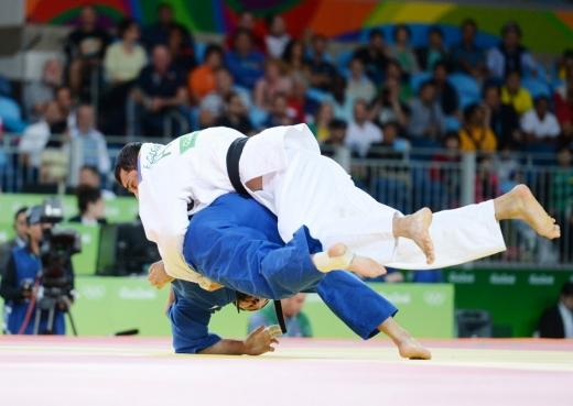 Elmar Qasımov yarımfinalda