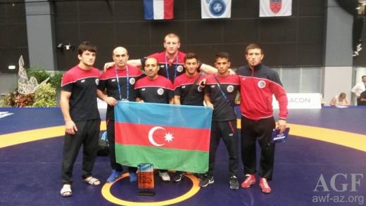 Gənc güləşçilərimiz Fransadan 8 medalla qayıdıblar