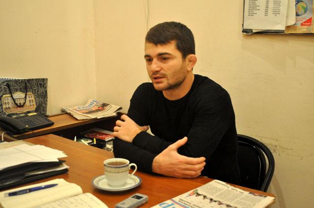 """Rövşən Bayramov: """"Dünya musiqisinin incisi olan muğama daha çox qulaq asıram""""."""