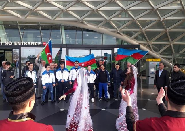 Dünya birinciliyinin iştirakçıları Vətənə qayıdıblar