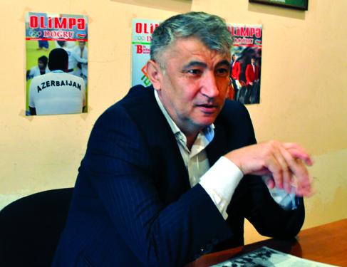 """Qəşəm Nəcəfzadə: """"Poeziyada ən yaxşı misra, qapıya vurulan qol kimidir"""""""
