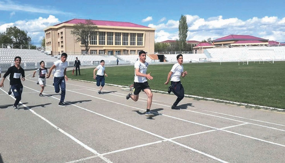Məktəblilər arasında atletika yarışı keçirilib