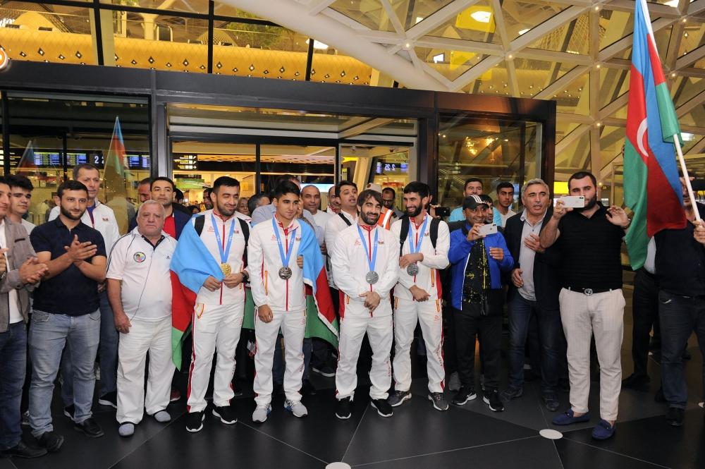 Minsk-2019 ölkəmizi təmsil edən karateçilər və akrobatlar Vətənə qayıdıblar