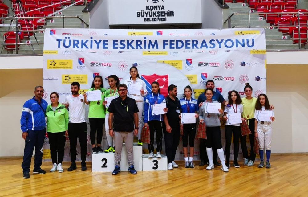 Yeniyetmə qılıncoynadanımız Türkiyədə üçüncü oldu