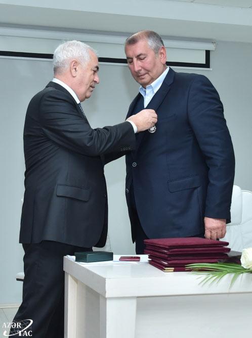 """Faiq Qarayevə 2-ci dərəcəli """"Əmək"""" ordeni təqdim olunub"""