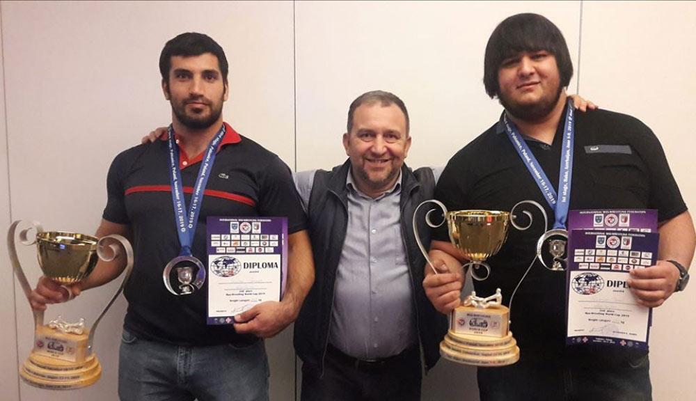 Mas-reslinqçilərimiz dünya kuboku turnirində iki medala layiq görülüblər