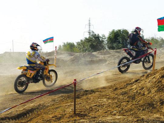 Motosikletçilər Lökbatanda güclərini sınayıblar