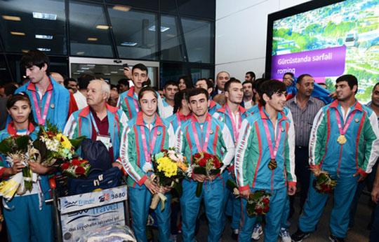 Yeniyetmələrin II Yay Olimpiya Oyunlarında iştirak edən Azərbaycan idmançıları Vətənə qayıdıblar